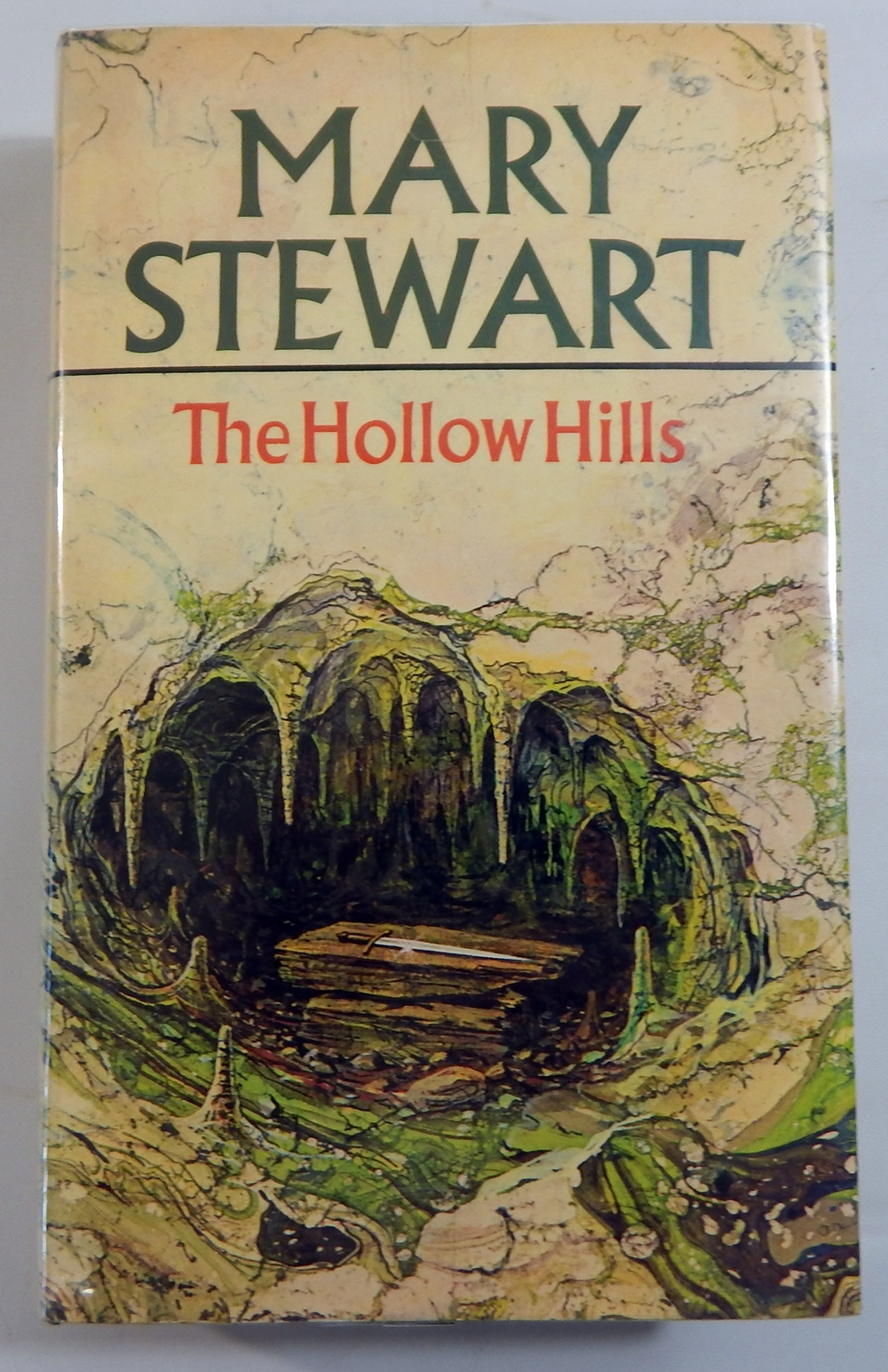 mary stewart hollow hills pdf